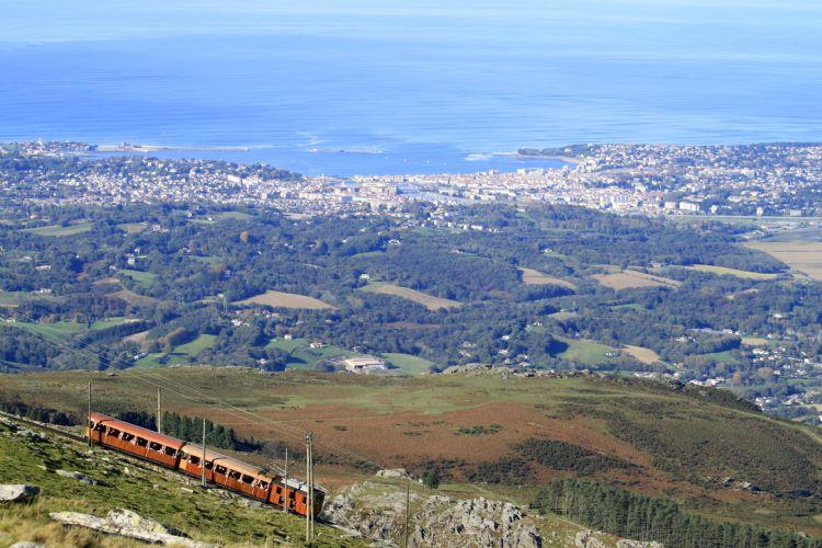 Train de la Rhune dominant Saint-Jean-de-Luz